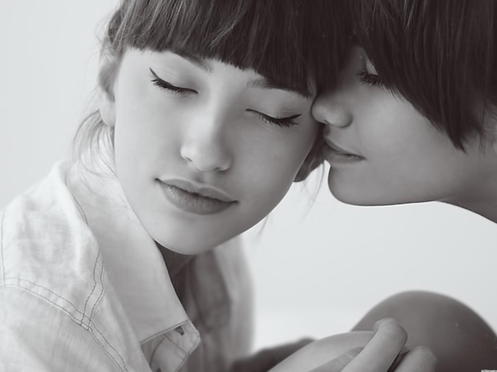 Lesbian porn kissing fake cum